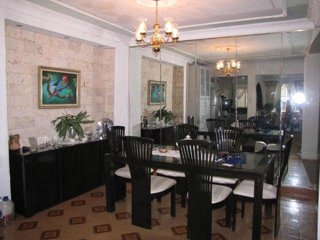 Casa Vargas>La Guaira>Macuto - Venta:105.522.000.000 Precio Referencial - codigo: 17-13967