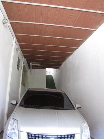 Casa Vargas>La Guaira>Macuto - Venta:120.000 US Dollar - codigo: 17-13967
