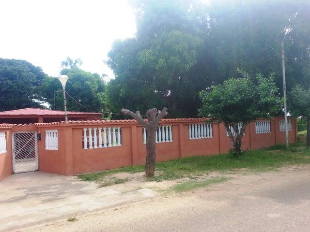 Casa Zulia>Ciudad Ojeda>Tia Juana - Venta:189.576.000 Precio Referencial - codigo: 17-13984