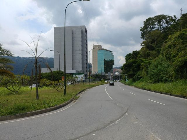 Local Comercial Distrito Metropolitano>Caracas>Macaracuay - Alquiler:108.000 Precio Referencial - codigo: 17-14205
