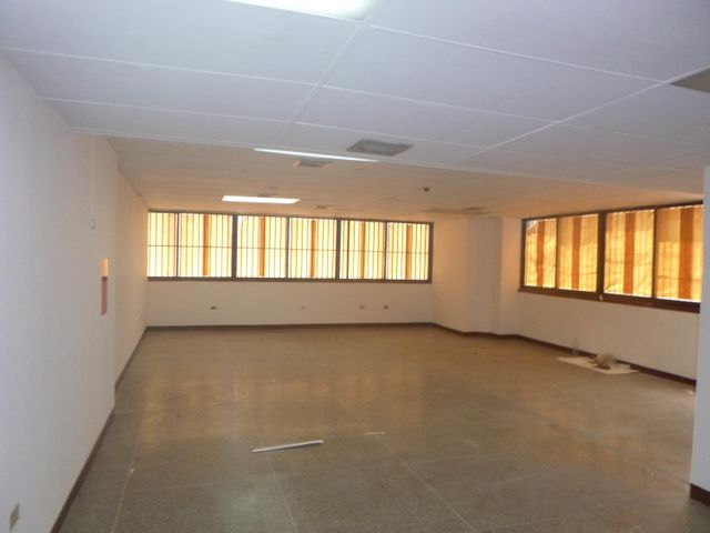 Oficina Distrito Metropolitano>Caracas>La Urbina - Alquiler:163.000 Precio Referencial - codigo: 17-14351