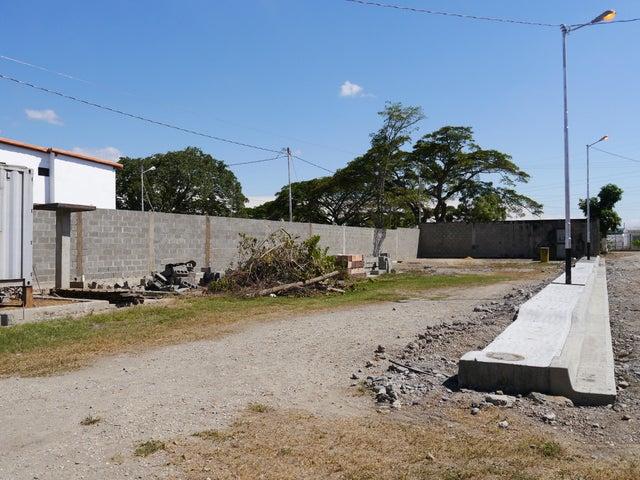 Terreno Lara>Cabudare>El Paraiso - Venta:4.500 US Dollar - codigo: 17-14526