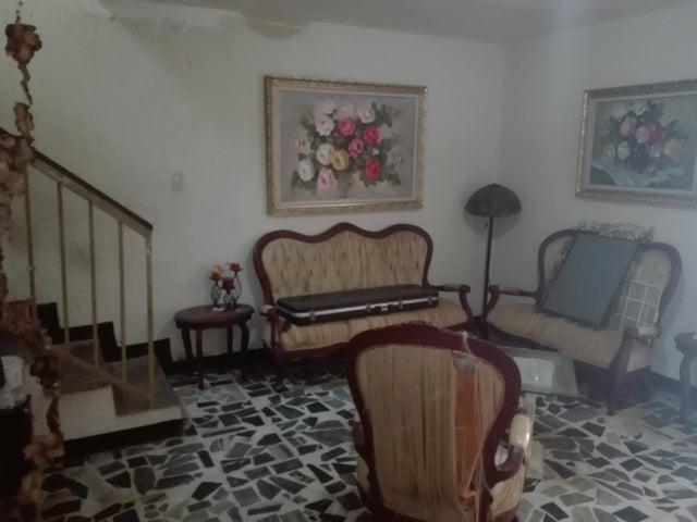 Casa Zulia>Maracaibo>Las Delicias - Venta:6.000 Precio Referencial - codigo: 17-14751