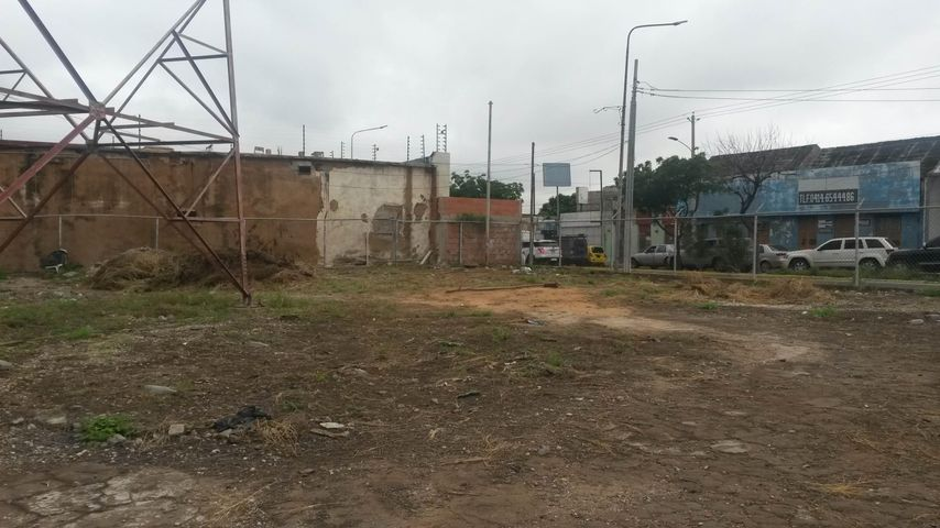 Terreno Zulia>Maracaibo>Avenida Bella Vista - Venta:7.039.000 Precio Referencial - codigo: 17-14674