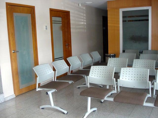 Consultorio Medico  Zulia>Maracaibo>Las Mercedes - Alquiler:151.000.000 Precio Referencial - codigo: 17-14804
