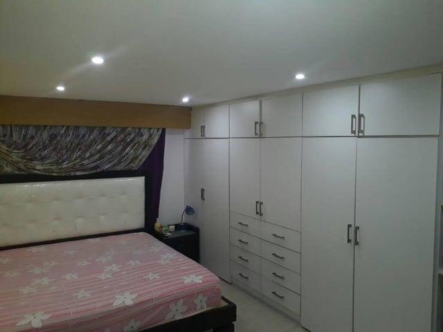 Apartamento Distrito Metropolitano>Caracas>El Encantado - Venta:12.455.000.000 Bolivares Fuertes - codigo: 17-14806