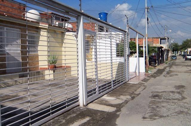Casa Lara>Cabudare>La Puerta - Venta:6.067.000.000 Precio Referencial - codigo: 17-14869