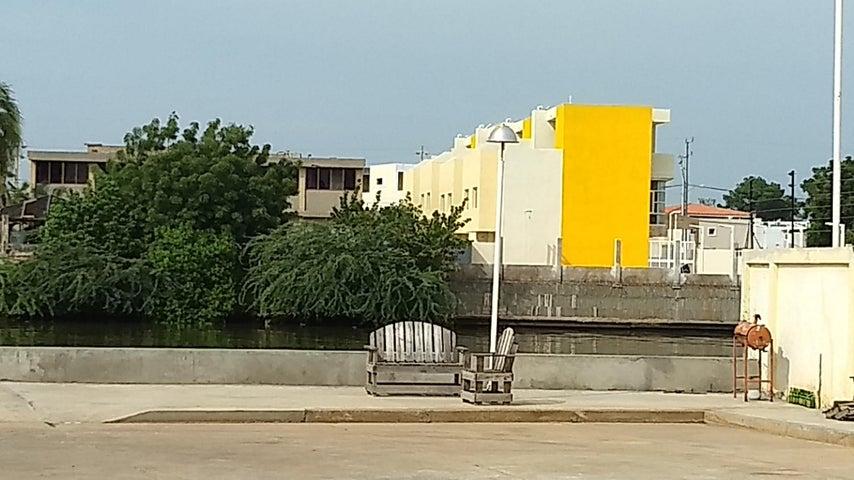 Townhouse Zulia>Maracaibo>Lago Mar Beach - Venta:3.580.000.000 Bolivares - codigo: 17-14883