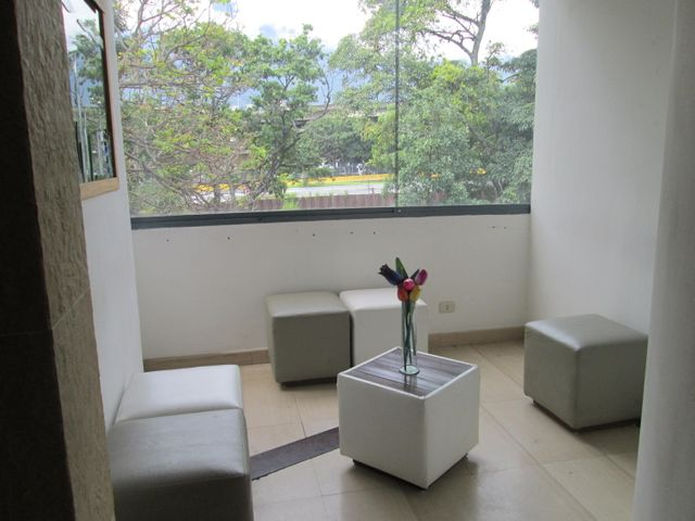 Oficina Distrito Metropolitano>Caracas>Las Mercedes - Alquiler:1.700 US Dollar - codigo: 17-14995