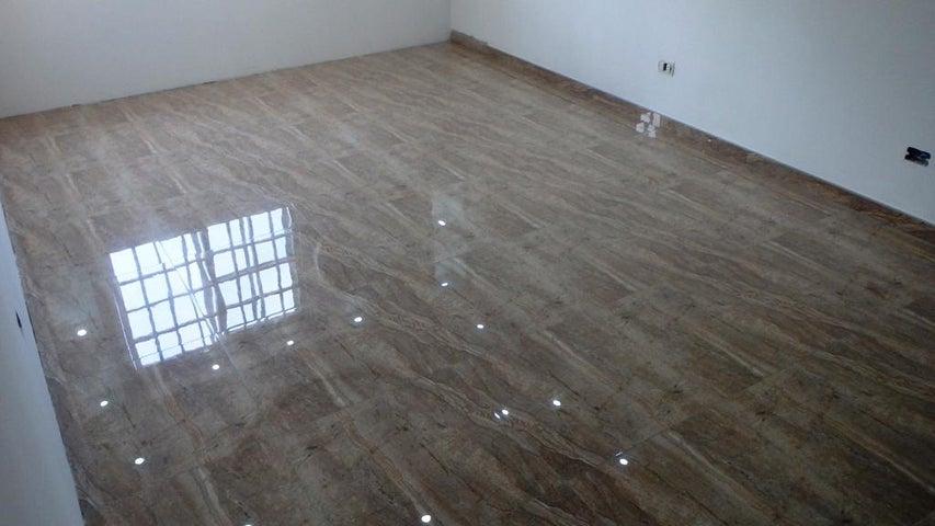 Apartamento Miranda>Guatire>Alto Grande - Venta:17.500 US Dollar - codigo: 17-15036