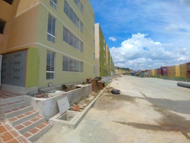 Apartamento Miranda>Charallave>Mata Linda - Venta:2.350.000.000 Bolivares Fuertes - codigo: 16-16544
