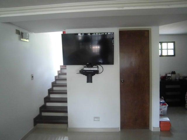 Casa Distrito Metropolitano>Caracas>Lomas de Monte Claro - Venta:84.000 Precio Referencial - codigo: 17-15102