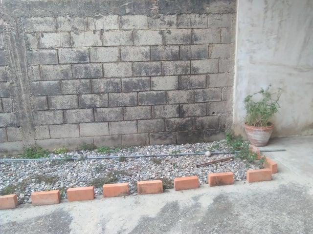 Casa Lara>Cabudare>Los Cerezos - Venta:78.438.000.000 Precio Referencial - codigo: 17-15157