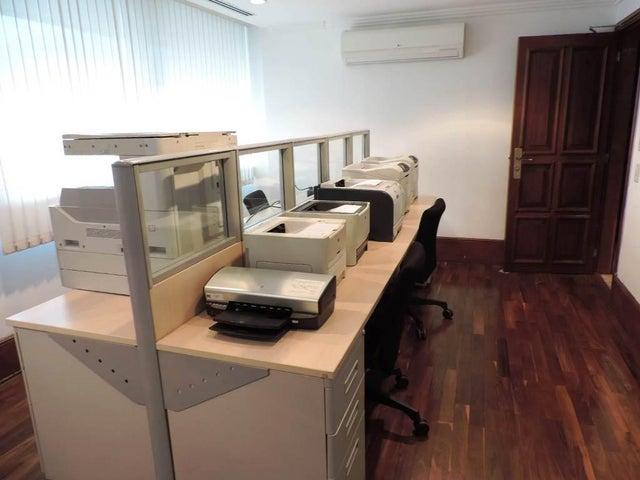 Oficina Distrito Metropolitano>Caracas>Los Palos Grandes - Venta:123.920.000.000 Bolivares - codigo: 17-15477