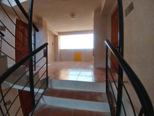 Apartamento Miranda>Charallave>Mata Linda - Venta:2.350.000.000 Bolivares Fuertes - codigo: 16-16604