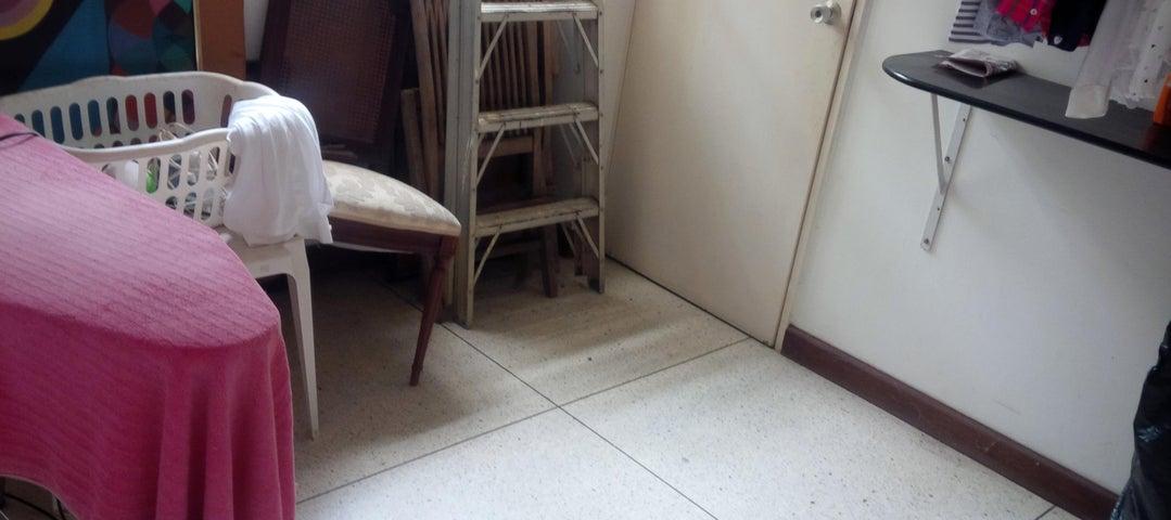 Apartamento Distrito Metropolitano>Caracas>Campo Alegre - Venta:359.386.000.000 Precio Referencial - codigo: 17-15453