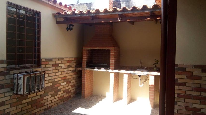 Casa Lara>Cabudare>La Mora - Venta:7.474.000.000 Precio Referencial - codigo: 17-15420