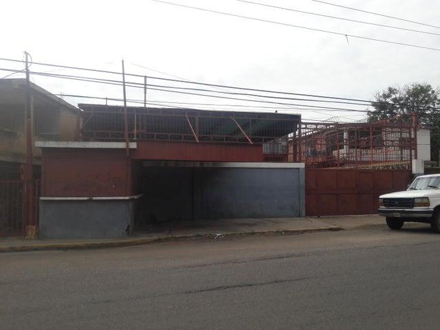 Galpon - Deposito Zulia>Maracaibo>Las Delicias - Venta:11.279.000.000 Bolivares - codigo: 17-15433