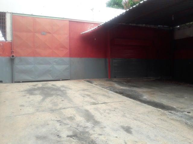 Galpon - Deposito Zulia>Maracaibo>Las Delicias - Venta:9.023.000.000 Bolivares - codigo: 17-15450