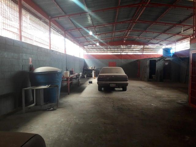 Galpon - Deposito Zulia>Maracaibo>Las Delicias - Venta:37.273.000.000 Precio Referencial - codigo: 17-15450