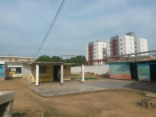 Terreno Zulia>Maracaibo>La Macandona - Venta:4.061.000.000 Bolivares - codigo: 17-15456