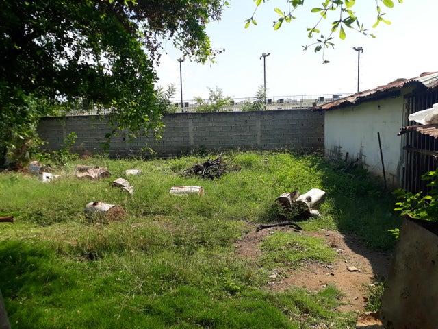 Terreno Zulia>Ciudad Ojeda>La N - Venta:3.127.000 Precio Referencial - codigo: 17-15478