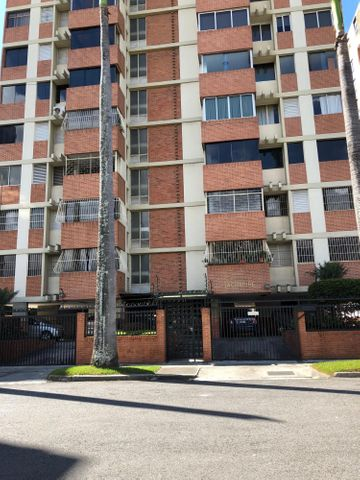 Apartamento Distrito Metropolitano>Caracas>Chuao - Venta:135.000 Precio Referencial - codigo: 17-15480