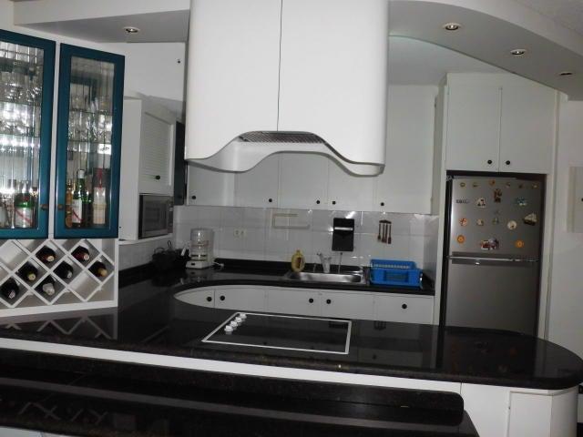 Apartamento Vargas>Catia La Mar>Playa Grande - Venta:30.462.000.000 Precio Referencial - codigo: 17-15539