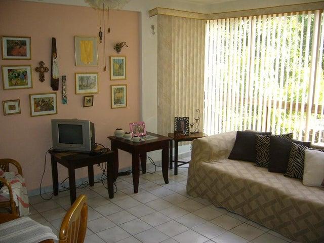 Apartamento Nueva Esparta>Margarita>Porlamar - Venta:13.000 Precio Referencial - codigo: 17-15587