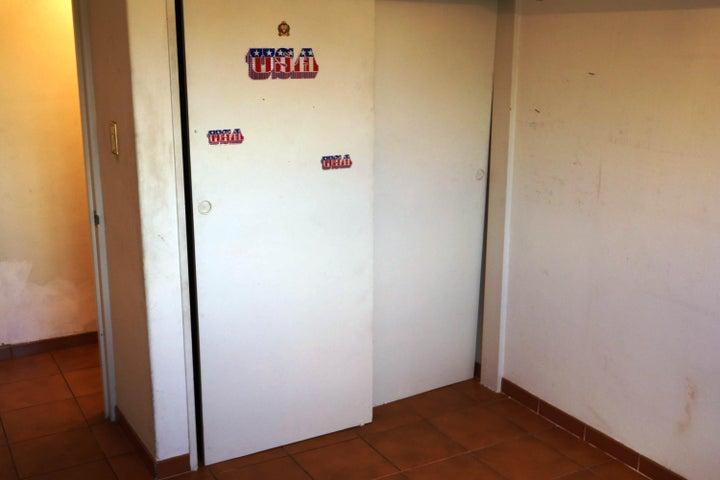 Apartamento Distrito Metropolitano>Caracas>Los Chaguaramos - Venta:8.768.000.000 Bolivares Fuertes - codigo: 17-15696