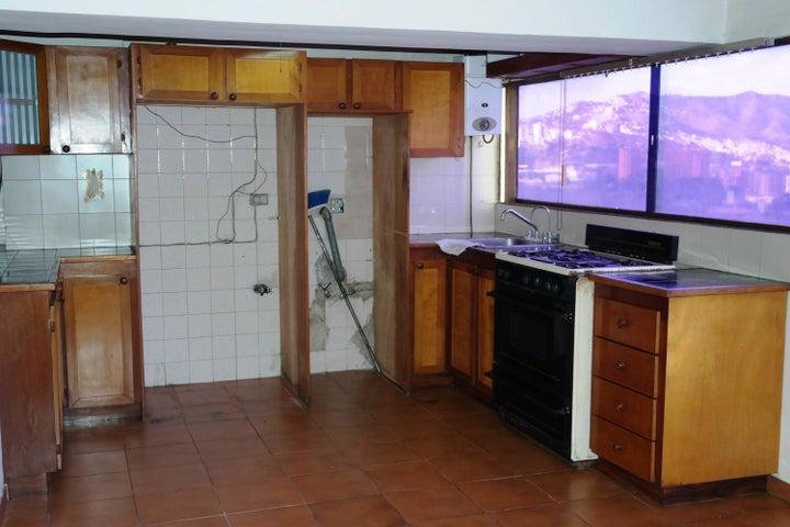 Apartamento Distrito Metropolitano>Caracas>Los Chaguaramos - Venta:38.000 US Dollar - codigo: 17-15696