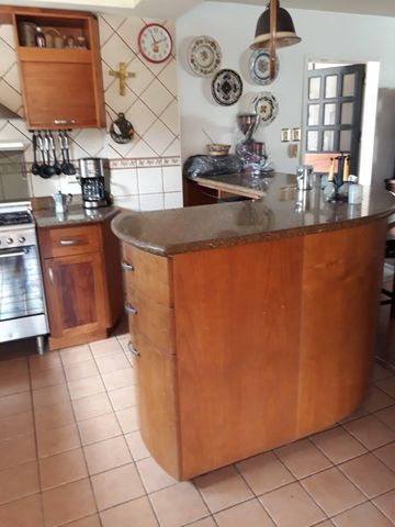 Casa Vargas>Catia La Mar>La colina de Catia la mar - Venta:120.000 Precio Referencial - codigo: 18-10