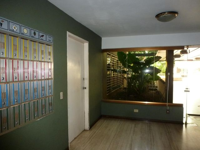 Apartamento Distrito Metropolitano>Caracas>El Paraiso - Venta:65.000 Precio Referencial - codigo: 18-83