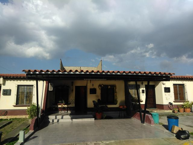 Casa Lara>Cabudare>Parroquia Cabudare - Venta:15.828.000.000 Precio Referencial - codigo: 18-97