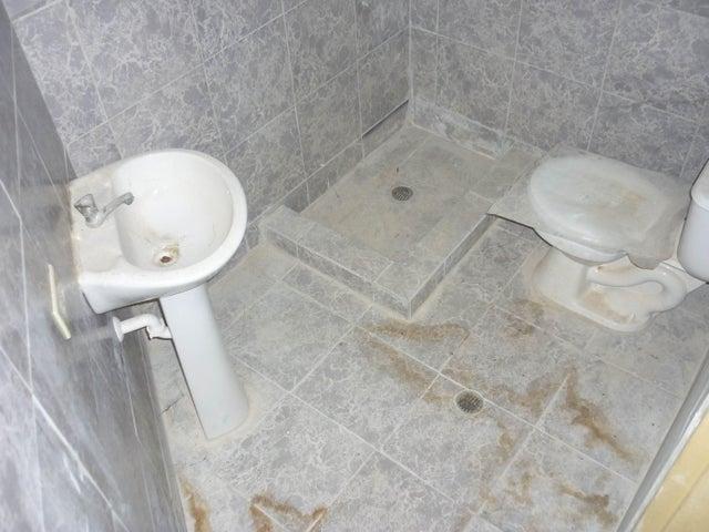Local Comercial Aragua>Maracay>Avenida Constitucion - Venta:18.000 US Dollar - codigo: 18-102