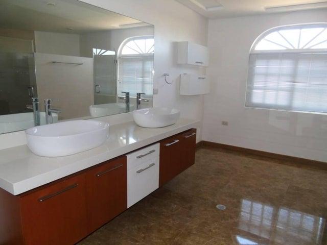 Townhouse Zulia>Maracaibo>Zona Norte - Venta:260.000 Precio Referencial - codigo: 18-119