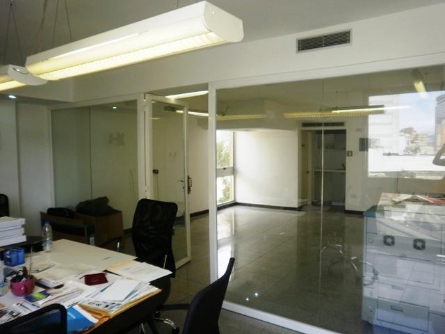 Local Comercial Distrito Metropolitano>Caracas>Sabana Grande - Venta:170.930.000.000 Precio Referencial - codigo: 18-145