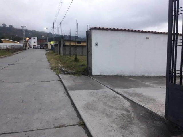 Townhouse Trujillo>Bocono>Via Bocono - Venta:30.767.000.000 Precio Referencial - codigo: 18-211