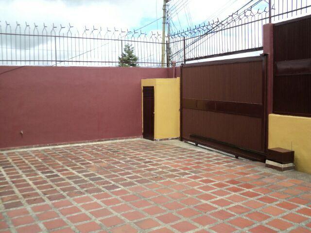 Casa Miranda>San Antonio de los Altos>El Limon - Venta:48.858.000.000 Precio Referencial - codigo: 18-192