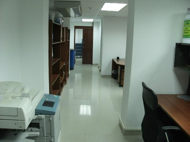 Oficina Distrito Metropolitano>Caracas>Boleita Sur - Alquiler:300 US Dollar - codigo: 18-295