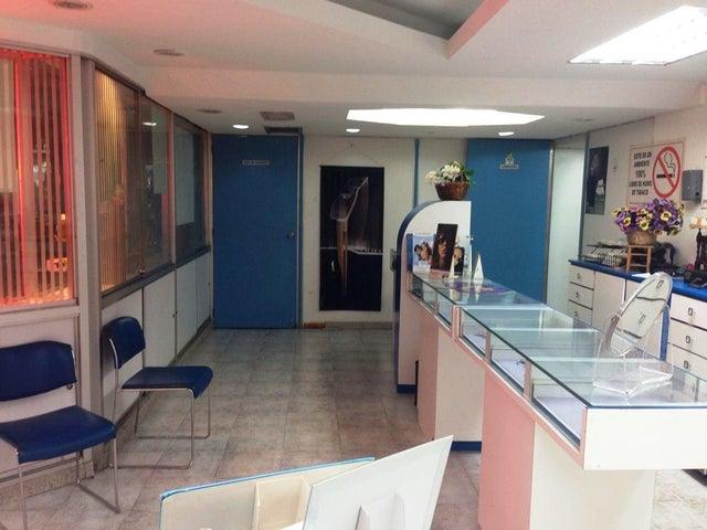Local Comercial Distrito Metropolitano>Caracas>Los Palos Grandes - Venta:192.379.000.000 Precio Referencial - codigo: 18-207