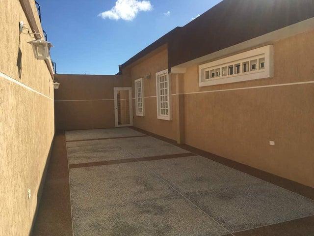 Casa Falcon>Punto Fijo>Zarabon - Venta:134.360.000.000 Bolivares - codigo: 18-210