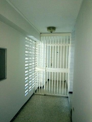Apartamento Miranda>Los Teques>Los Teques - Venta:40.000 Bolivares Fuertes - codigo: 18-204
