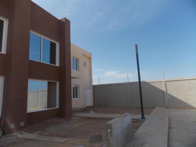 Townhouse Falcon>Punto Fijo>Puerta Maraven - Venta:119.651.000.000  - codigo: 18-228