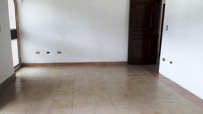 Casa Distrito Metropolitano>Caracas>Caurimare - Venta:28.143.000 Precio Referencial - codigo: 18-256
