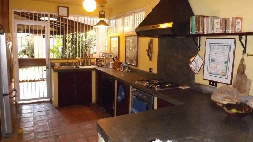Casa Distrito Metropolitano>Caracas>El Paraiso - Venta:36.211.000.000 Bolivares - codigo: 18-300