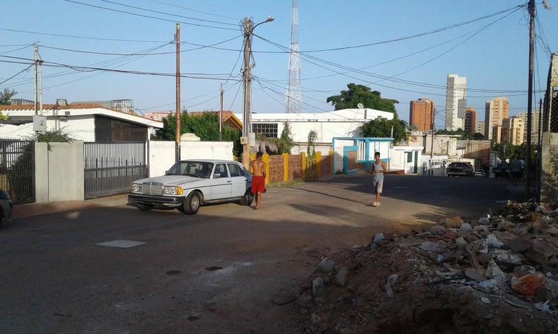 Terreno Zulia>Maracaibo>Santa Lucia - Venta:8.075.000.000 Bolivares - codigo: 18-321