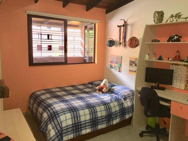 Apartamento Distrito Metropolitano>Caracas>Colinas de La Tahona - Venta:59.851.000.000 Precio Referencial - codigo: 18-345