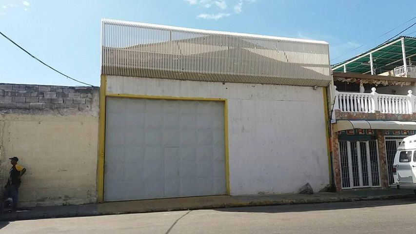 Galpon - Deposito Aragua>Maracay>Santa Rosa - Venta:75.000 US Dollar - codigo: 18-395