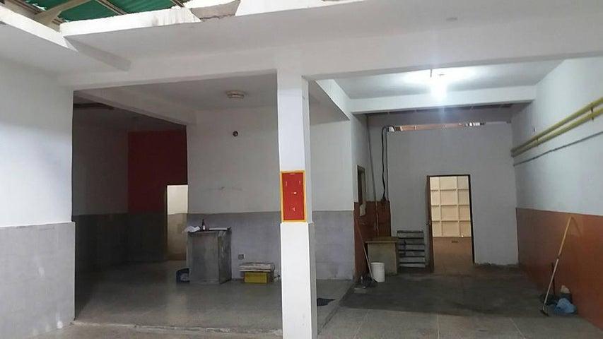 Galpon - Deposito Aragua>Maracay>Santa Rosa - Venta:16.974.000.000 Bolivares - codigo: 18-395